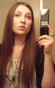 Agnytė anksčiau turėjo ilgus plaukus, tačiau dabar ji su trumpais. Ir turi svajonių. Padėkite joms išsipildyti.