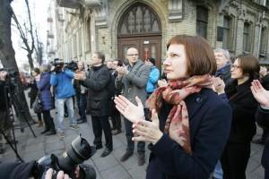 Čia matote vieną iš retų atvejų, kai Monika Garbačiauskaitė buvo išėjusi į gatvę ir ten buvo užfiksuota
