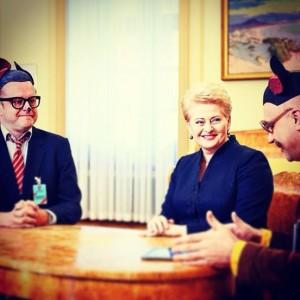 Vienintelė D.Grybauskaitės savybė, kuria aš iki šiol žaviuosi, yra drąsa. Paskviesti į prezidentūrą A.Ramanauską ir fotografuotis su juo už vieno stalo reikia išskirtinės drąsos. Tai gali tik žmogus, kuriam pats A.M.Brazauskas asmeniškai įteikė LKP nario bilietą.
