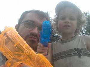 Vaikai neatsako už savo tėvus. Bet jiems gali būti dėl jų gėda. Šarūnai, apsaugok savo sūnų nuo gėdos.