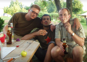 V.Petrusevičius (kairėje) ir neįvardyti jo draugai stilistai